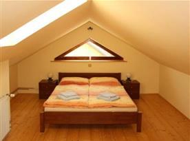 Podkrovní ložnice apartmánu A