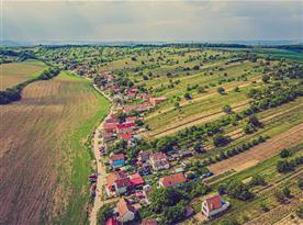 Letecký pohled na areál vinných sklepů Pod Dubňansků Horů