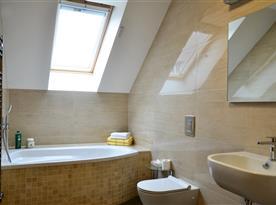 Koupelna s vanou v apartmánu č.3