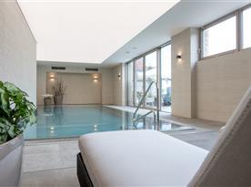 Příjemný vnitřní bazén