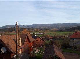 Okolí obce s výhledy na Beskydy