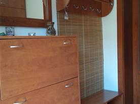 Odkládací stěna a botník na chodbě