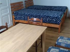 první ložnice se 2 samostatnými lůžky a druhým jídelním posezením