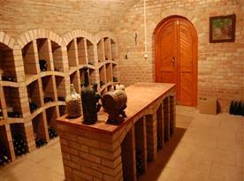 Vinný sklípek s kvalitním vínem