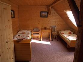 Třílůžková ložnice v patře
