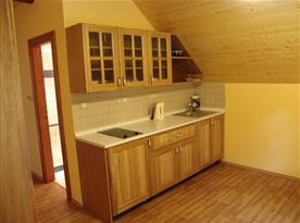 Pokoj D s kuchyňkou, vařičem, ledničkou, varnou konvicí