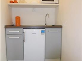 Společná kuchyňka pro 2 dvoulůžkové pokoje.