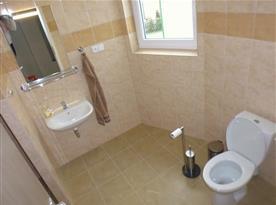 Společná koupelna pro 2 dvoulůžkové  pokoje.