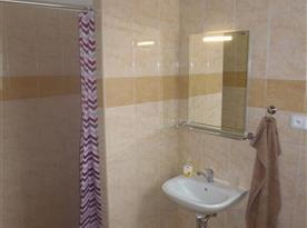 Koupelna pro 2 dvoulůžkové pokoje.