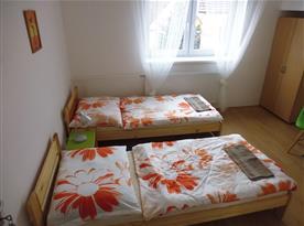Dvoulůžkový pokoj  se společnou koupelnou pro 2 pokoje.