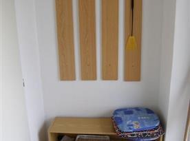 Věšáková stěna na chodbičce
