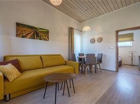 Zahradní bungalov-obývací pokoj