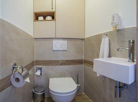 Zahradní bungalov-samostatná toaleta