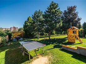 Stolní tenis a dětské hřiště