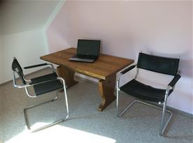 pracovní prostor v ložnici