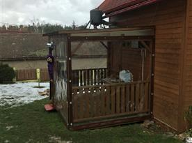 Zaplachtovaná veranda pro případ škaredého počasí..