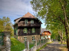 Chata ležící v centru Chráněné krajinné oblasti Šumava