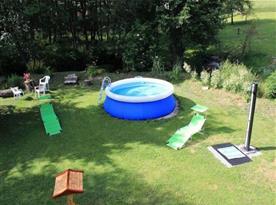 Zahradní nafukovací bazén s lehátky a slunečníkem