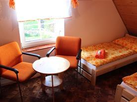 Třílůžková ložnice v podkroví