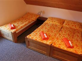 Šestilůžková ložnice v podkroví