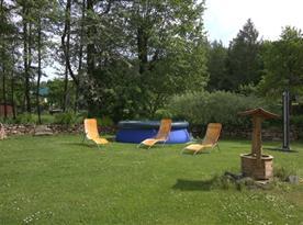 Zahradní nafukovací bazén s lehátky