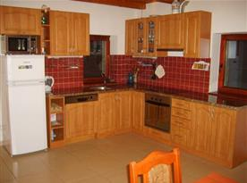 Plně vybavená kuchyně s jídelním posezením