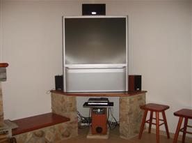 Domácí kino v obývací pokoji