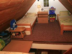 Polovina ložnice s 2 lůžky
