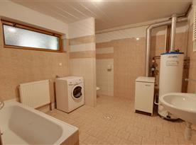 Koupelna s pračkou v přízemí