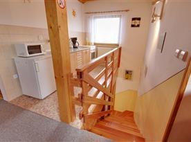 Vstup do apartmánu v podkroví a kuchyňka