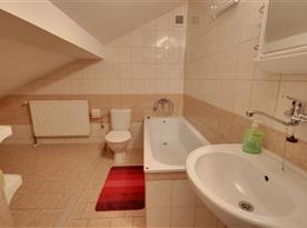 Koupelna s toaletou v podkroví