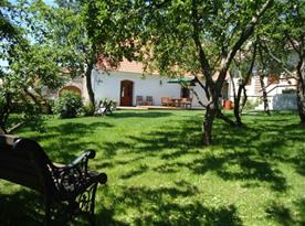 Pohled na zahradu a terasu