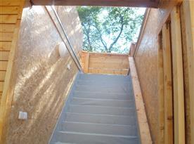 Venkovní schody na horní terasu