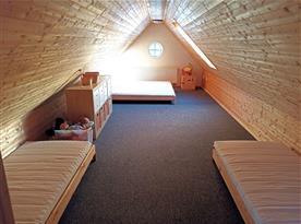 Ložnice/herna pro děti v podkroví