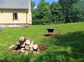 Kotlík (objem 30 litrů) + ohniště