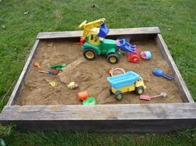Pohled na dětské pískoviště