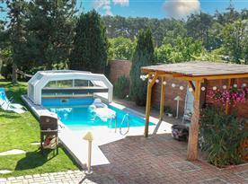 Bazén, venkovní posezení