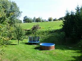Bazén s trampolínou