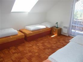 Ložnice s lůžky v patře