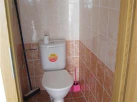 Samostatná toaleta v přízemí