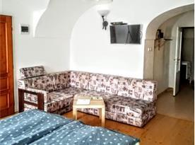 Apartmán Nostalgie - obývací místnost s ložnicí