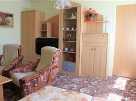 Apartmán B - společenská místnost s lůžkovou částí