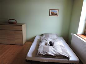 ...rozkládací pohovka v samostatné ložnici
