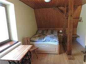 Manželská postel v samostatné ložnici