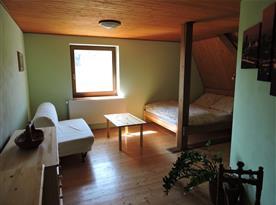 Samostatná ložnice s manželskou postelí