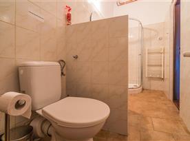 WC v rámci koupelny