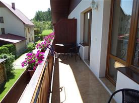 Balkon s výhledem do okolí