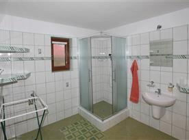 kúpelňa z apart. pre 8 os.
