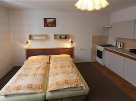 veľký 2 -os. pokoj s kuch. zo 4os. apart.