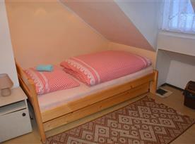 1-lôžková spálňa so širšou posteľou vhodnou pre párik